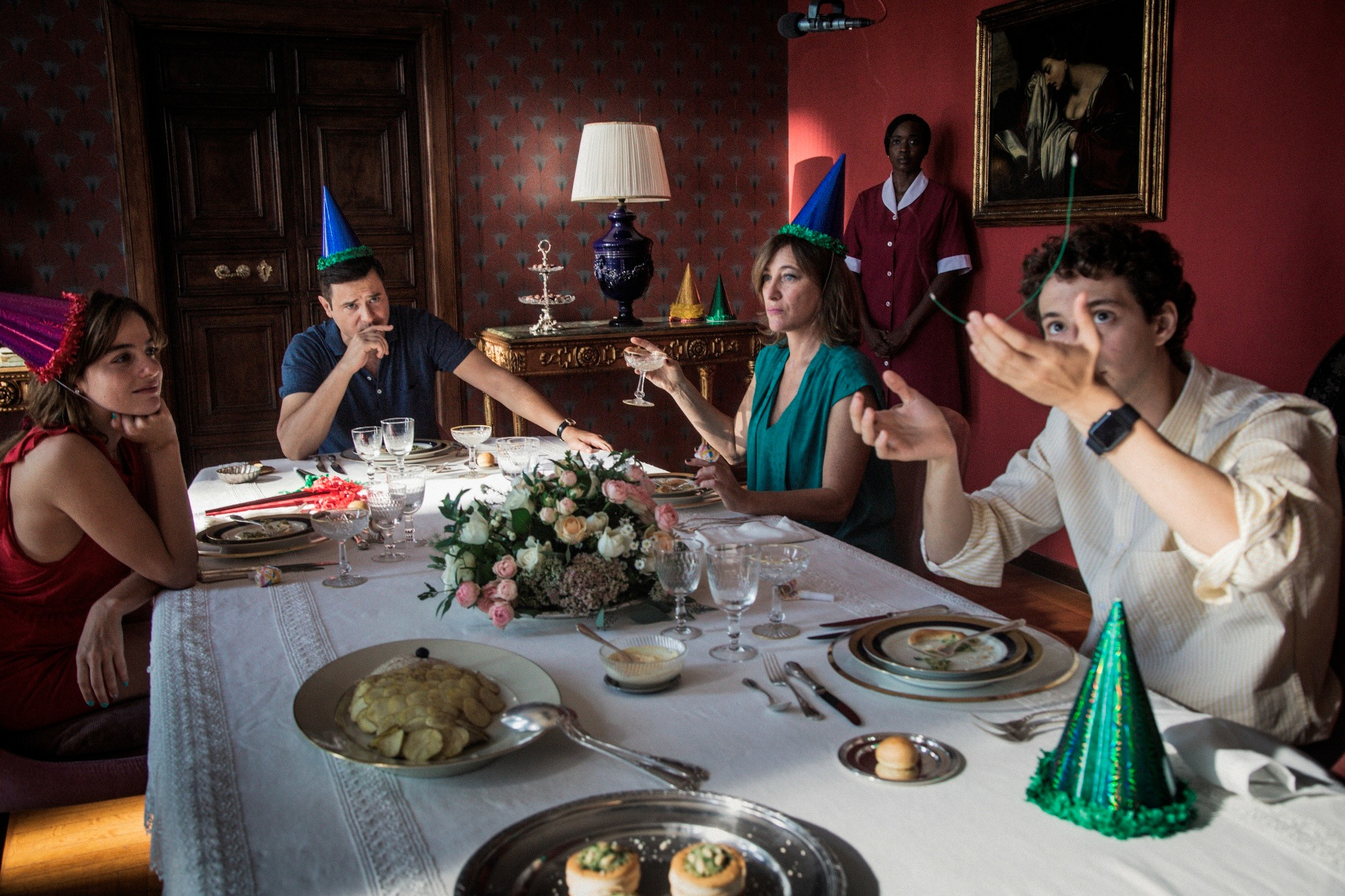 Gli indifferenti (2020): la recensione del film di Leonardo Guerra Seràgnoli, tratto da Alberto Moravia