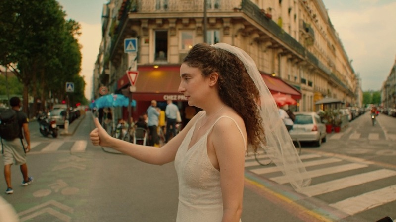 Roaring 20's (2021), la recensione del film di Elisabeth Vogler: un piano sequenza nella Parigi dei ruggenti anni '20